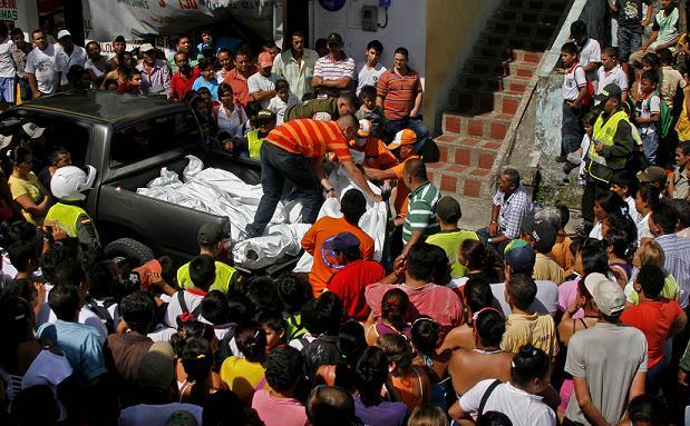 Así finalizó la inspección judicial en las afueras de la casa donde murieron cinco personas violentamente. Foto de Esteban Vanegas.