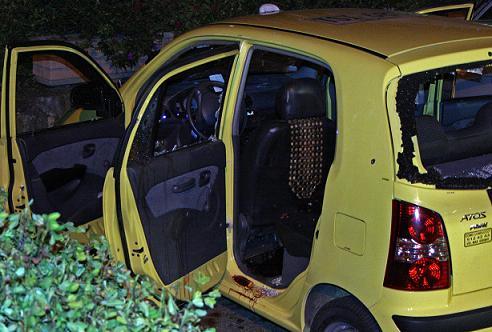 En este taxi viajaban las víctimas del quíntuple homicidio. Foto de Carlos Taborda.