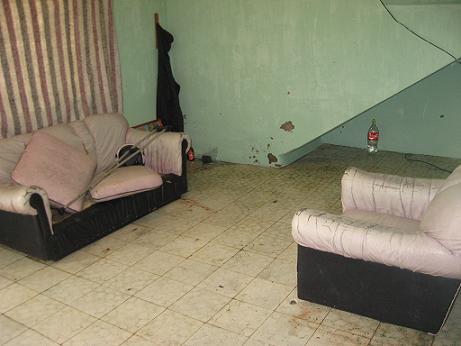 En esta sala departían las víctimas cuando las atacaron.
