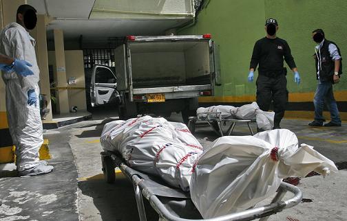 En este parqueadero interno del hotel ocurrió el tiroteo, dos de las víctimas murieron aquí. Foto de Esteban Vanegas.