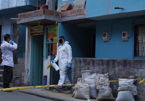 En esta vivienda encontraron los cadáveres enterrados bajo una capa de tierra y cemento. Foto de Edwin Bustamante.