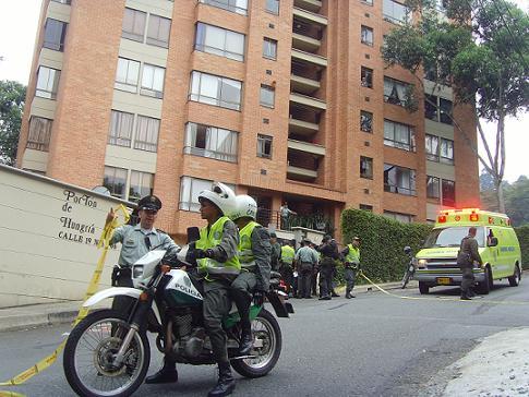 En esta edificación del barrio Castropol se presentó la acción sicarial.