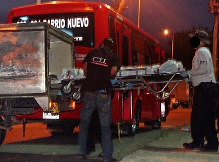En este bus mataron al primero de los hermanos, cuando transitaba por el sector conocido como Punto Cero. Foto de Carlos Taborda.
