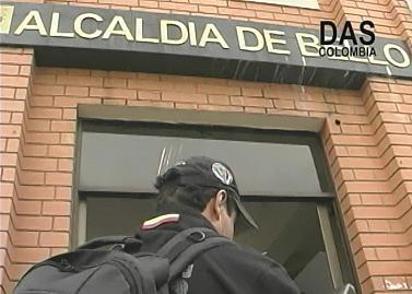 En la Alcaldía, ubicada en el Parque Principal, también hubo allanamiento y registros.