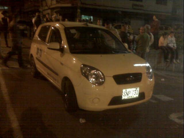 En este vehículo fueron abaleados los dos hombres, en el municipio de La Estrella. Foto de cortesía.