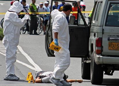 La escena del crimen quedó al lado de la ciclovía dominical. Foto de Carlos Taborda.