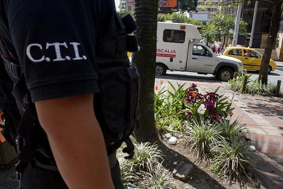 En esta esquina de la avenida La Playa con la avenida Oriental, en el centro de Medellín, mataron al comerciante por robarle. Foto de Esteban Vanegas.