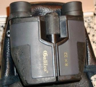 En el allanamiento incautaron 800.000 bolívares, una pistola 9 milímetros y estos binoculares de alto poder.