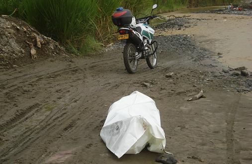 Esta es la orilla del río Tuluá, en la cual las autoridades inspeccionaron el cuerpo. Fotos cortesía de Q'HUBO Cali.