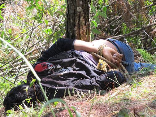 Uno de los occisos encontrados en un bosque del corregimiento San Cristóbal. Foto de Stephen Arboleda.