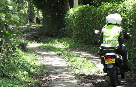 En este sendero dejaron el carro los asesinos. Foto de Cortesía.