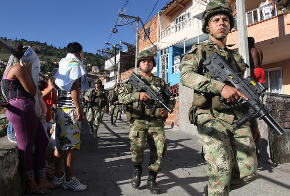 El Ejército comenzó patrullajes anoche y en la mañana de hoy incautó una subametralladora y un revólver, que dos sujetos dejaron abandonados tras disparar, en el sector La Granja. Foto de Donaldo Zuluaga.