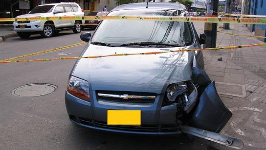 En este automóvil fueron atacados el juez y su hijo. Foto de Rodrigo Martínez.