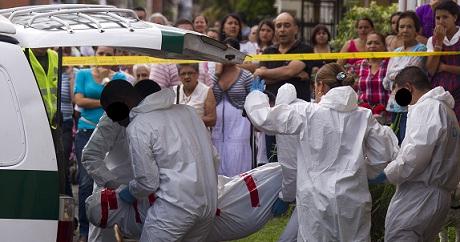 Así concluyó la inspección judicial en el sector San Pablo. El agresor alcanzó a ser llevado a un hospital, donde murió. Foto de Esteban Vanegas.