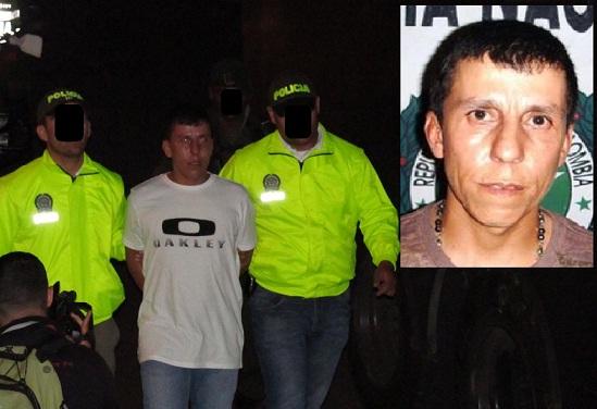 Así sacaron del apartamento a 'El Indio', quien tendrá que responder por concierto para delinquir. Fotos de Mauricio Palacio y cortesía.
