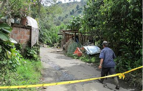 En este sendero de la vereda La Pava, en Envigado, acribillaron a alias 'Peña'.