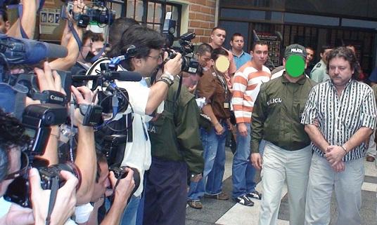 Escena de la presentación de 'El Cebollero', tras su captura en 2008 en El Poblado.