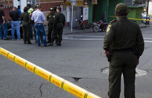 Esta es la escena del asalto en el cual fue dado de baja un supuesto fletero, en el barrio Buenos Aires. Foto de Esteban Vanegas.