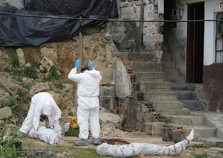 En este lugar de El Pesebre acribillaron a los dos hombres. Los asesinos huyeron. Foto de Mauricio Palacio.