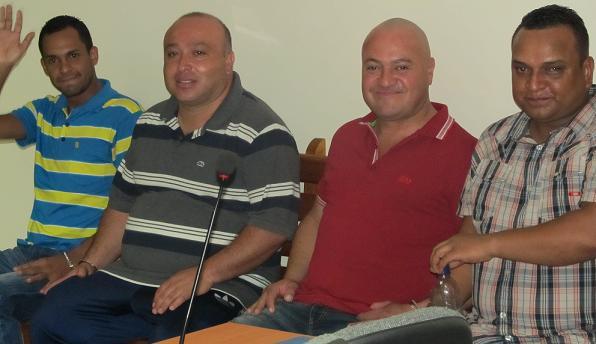 """De izquierda a derecha: Luis García (""""Maicol""""), Javier Marín (""""Tatú""""), Freyner Ramírez (""""Carlos Pesebre"""") y Andrés Álvarez (""""Andresito"""" o """"Andrew""""). Lucieron tranquilos durante la imputación de cargos. Foto de El Colombiano."""