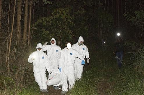 Este es el bosque de Buenos Aires, en el cual han encontrado dos víctimas en junio. Escena del caso de anoche. Foto de Edwin Bustamante.