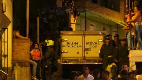 En una vivienda de esta cuadra, en Villa Laura, sucedió el múltiple homicidio. Foto de Santiago Olivares.