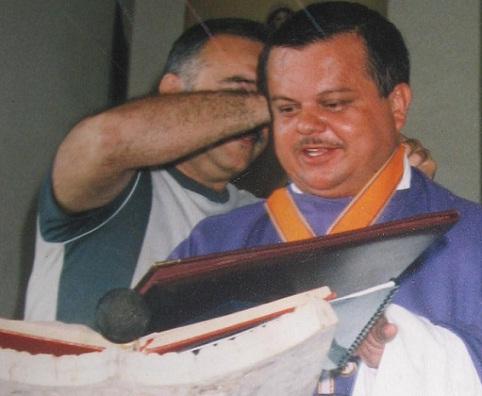 El padre Óscar edificó la parroquia San José del Limonar, según él con donaciones de la feligresía. Archivo El Colombiano.