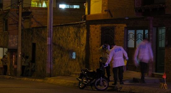 El policía López fue atacado cuando abordaba esta motocicleta, en Belén San Bernardo. Foto de Guillermo Benavidez.