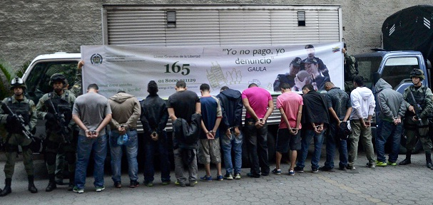 """Así fueron presentados los miembros de """"los Chivos"""" capturados en la Operación Perseo. Cortesía Policía Metropolitana."""