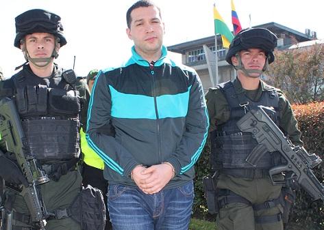Ericson Vargas fue conducido de la cárcel Picaleña (Ibagué) al hangar de la DEA en Bogotá. Cortesía Dijín.