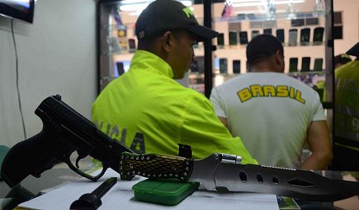 El sospechoso fue detenido en el mismo local donde se produjo la violación. Cortesía Policía Metropolitana.