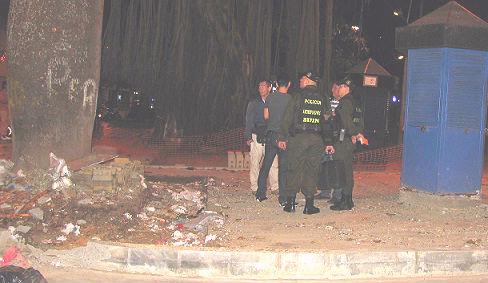 El árbol de la izquierda absorbió gran parte de la onda explosiva. Foto de Rodrigo Martínez.
