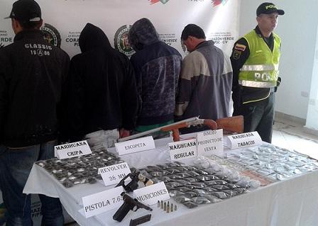 """Estos son los adultos capturados en la operación Destello 2, contra la banda """"Pachelly"""", en La Ceja. Cortesía Policía Antioquia."""