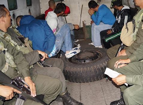 Varios de los detenidos en la operación Séneca fueron trasladados en una tanqueta blindada. Cortesía Policía Metropolitana.