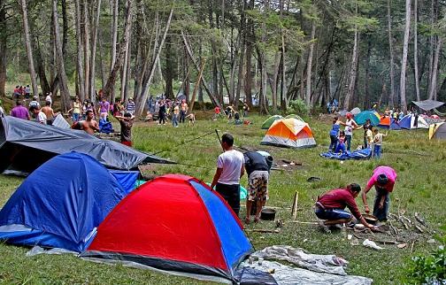 Acampar es una de las actividades favoritas de los turistas en Arví. En la zona hay una base de Carabineros de la Policía, pero no ha sido suficiente para frenar los robos. Foto de Juan Antonio Sánchez.