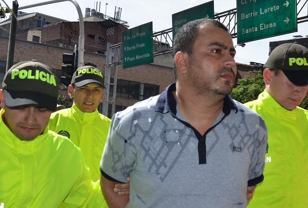 """Didier Ríos, alias """"Tuto"""", fue presentado en la sede de la Policía Metropolitana, adonde fue llevado en una tanqueta. Cortesía Policía Metropolitana."""