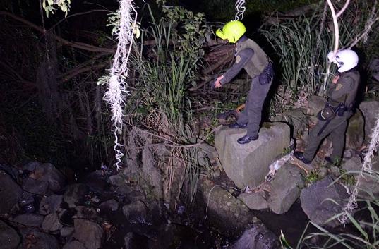Junto a la quebrada La Quintana está el lote donde tenían sometido al muchacho. Cortesía Policía Metropolitana.