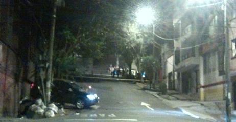 Así quedó el vehículo conducido por un mecánico, luego de ser atacado con fusil en Las Palmas. Cortesía.