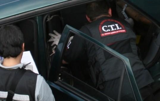 Según la información preliminar, una víctima estaba en la silla trasera y la otra en la maleta del carro. Imagen de archivo.