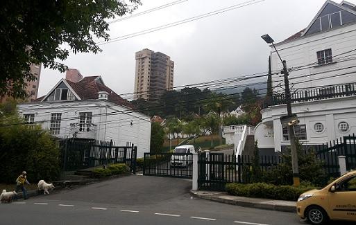 """La Policía ocupó una vivienda en este condominio del sector El Tesoro, en el suroriente de Medellín, por estar presuntamente ligada a """"Pichi Calvo"""". Cortesía El Colombiano."""