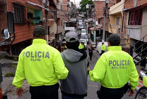 """Este uno de los tres presuntos fleteros de la banda """"los Bananeros"""", capturados en Castilla. Cortesía Policía Metropolitana."""