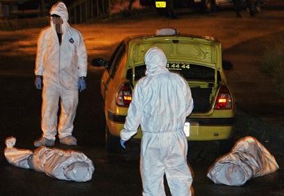 En la maleta de este taxi hallaron los cadáveres de dos niñas en 2011, en el barrio López de Mesa. Foto de Carlos Taborda.