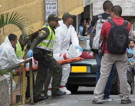Escena del crimen en el barrio El Salvador, donde fueron asesinadas dos personas. Foto de Róbinson Sáenz.