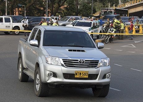 La víctima falleció dentro del vehículo, en pleno intercambio vial de La Aguacatala. Foto de Róbinson Sáenz.