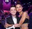 Noah Schnapp, de Stranger Things, y Zendaya en la ceremonia del año pasado de los E! People's Choice Awards. FOTO CORTESÍA