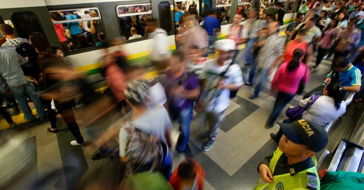 """Policía reporta la captura del hombre que """"abandonó"""" una maleta en el metro - El Colombiano"""
