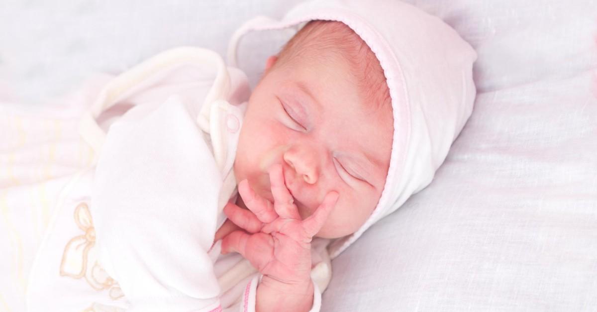 ¿Cómo prevenir el síndrome de cabeza plana en los bebés?