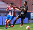 El defensa colombiano William Tesillo (uniforme negro) fue uno de los tres colombianos destacados en el once ideal de la Liga de México. FOTO AFP
