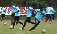 Brayan Angulo (18) sería titular mañana con DIM en la Liga Águila-2, que hoy tendrá los juegos Huila-Cortuluá, Autónoma-Chicó y Santa Fe-Alianza Petrolera. FOTO julio césar herrera