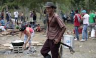 En Luis Ángel Castañeda, de Tarazá, se resume la angustia del minero informal. A sus 67 años él sigue con la necesidad de escarbar en ríos y montañas para arañar oro. FOTO manuel saldarriaga